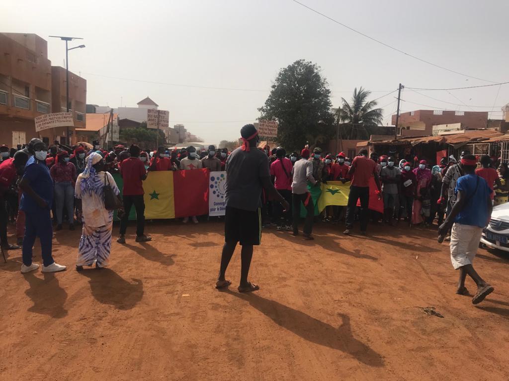 INSECURITE ET BITUMAGE DE LA ROUTE  HOPITAL- MARCHE CENTRAL :Grand Mbour dans la rue