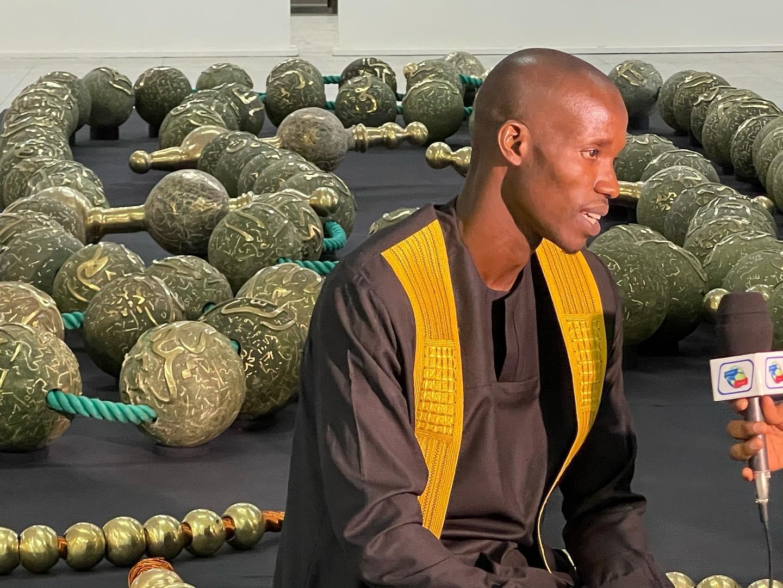 Exposition jusqu'au 10 mai : L'artiste Mbaye  Babacar Diouf  expose son chapelet de 700 kilogrammes  au Musée Théodore Monod