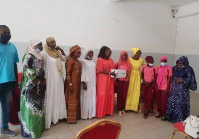 Social-Les Anciennes du Lycée J. F Kennedy de Dakar ont fait un important lot de serviettes hygiéniques à leurs cadettes…