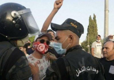 Tunisie : Des affrontements éclatent devant le Parlement après sa suspension