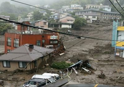 Japon: une vingtaine de personnes portées disparues après des glissements de terrain (Images)