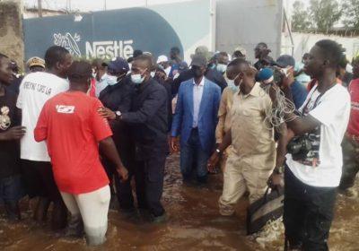 Inondations : visite mouvementée de Diome en banlieue