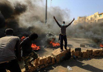 Soudan : l'armée dissout le gouvernement de transition, des manifestants tués