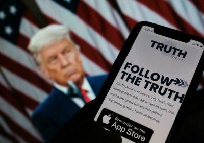 Donald Trump annonce le lancement de «Truth Social», son propre réseau social